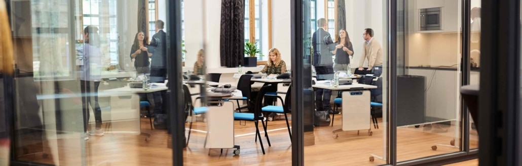 Menschen lernen Markenkommunikation bei dem Lehrgang Corporate Brand Manager